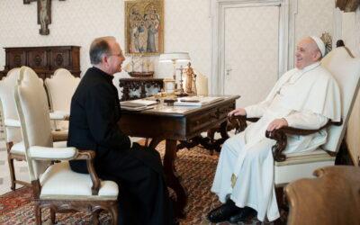 """""""A találkozás örömmel töltött el"""" – Ferenc pápa audiencián fogadta John Connor LC atyát, a Krisztus Légiója Kongregáció generálisát"""